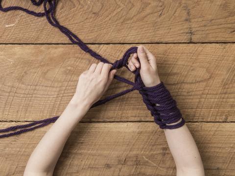 Arm knitting eli käsivarsineulonta