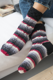 Adult Cable Socks Novita 7 Veljestä Raita (7 Brothers Stripe)