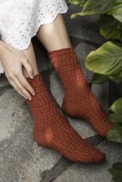 Novita Woolly Wood: Kuunlilja (Hosta) textured socks