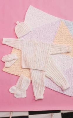 Vauvan jakku, housut, myssy, sukat, lapaset ja peitto (arkistomalli)