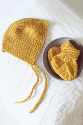 Knitted socks for babies Novita Baby Merino
