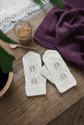 Women's lace mittens Novita Natura and 7 Veljestä