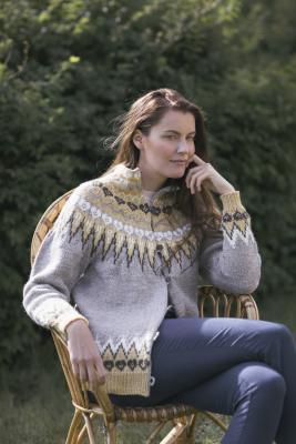 Naisen neulottu takki Novita 7 Veljestä