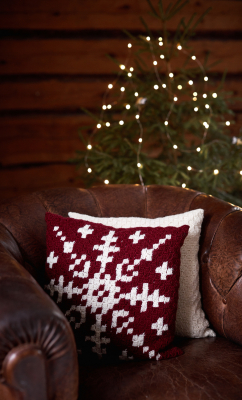 """Snowflake"" crocheted pillowcase Novita Nordic Wool"