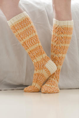 Women's knitted knee-high socks Novita 7 Veljestä Aurora and 7 Veljestä