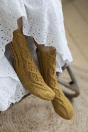 Novita 7 Veljestä: Melinda cable socks