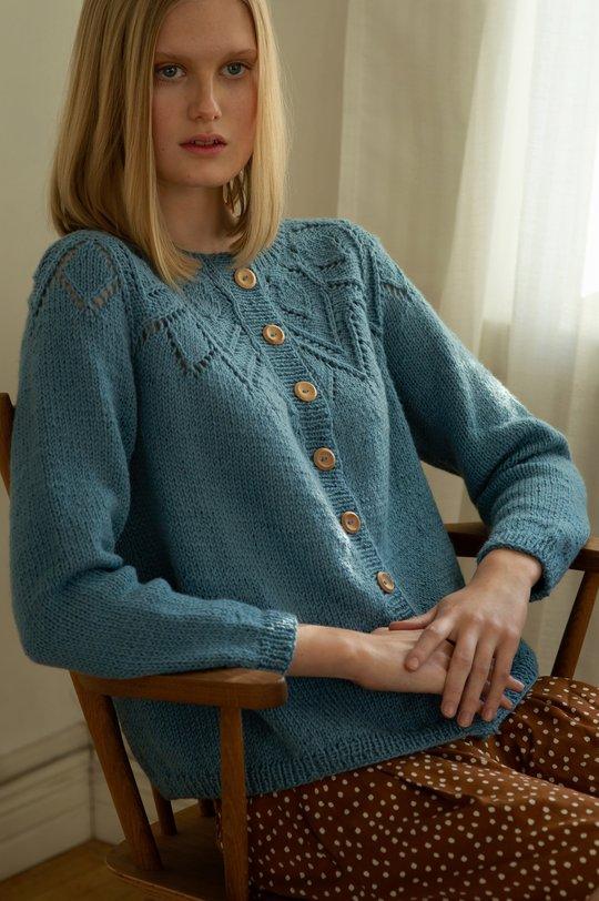 Sommaren 2019, Modell 5, Stickad damkofta Novita Nordic Wool